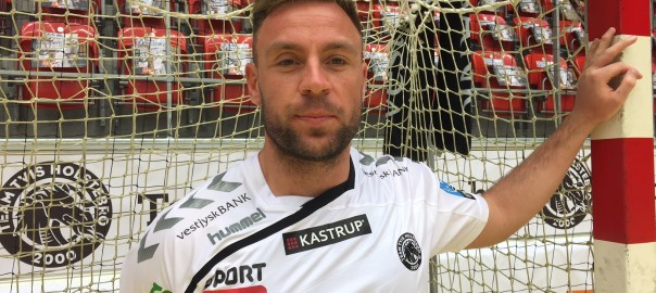 Martin Hansen præsenteres i TTH-trøjen til sæsonen 16/17. Foto: Team Tvis Holstebro