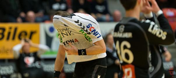 Anders Oechler græmmer sig efter nederlaget mod Aalborg. Foto: Hfoto.dk